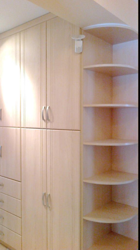 BRIZS KFT - Előszoba szekrény, nyitott kör-polcokkal, fiókos résszel