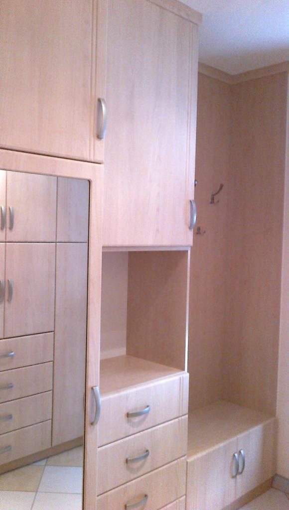 BRIZS KFT - Előszoba szekrény