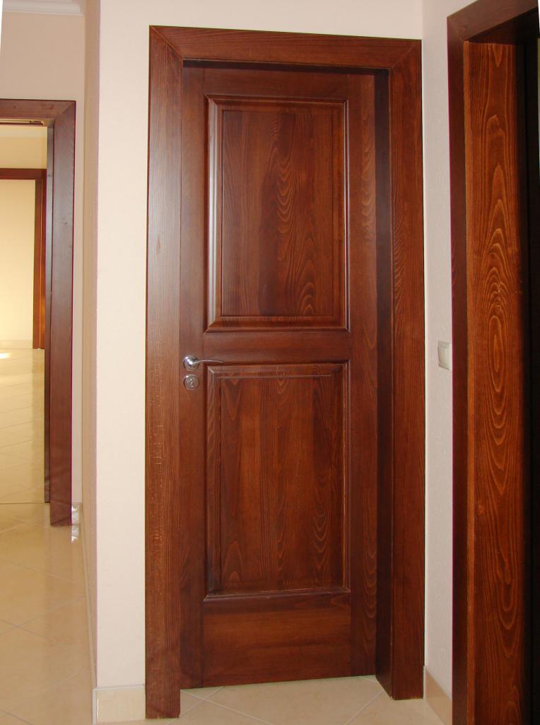 Egyedi készítésű beltéri ajtó
