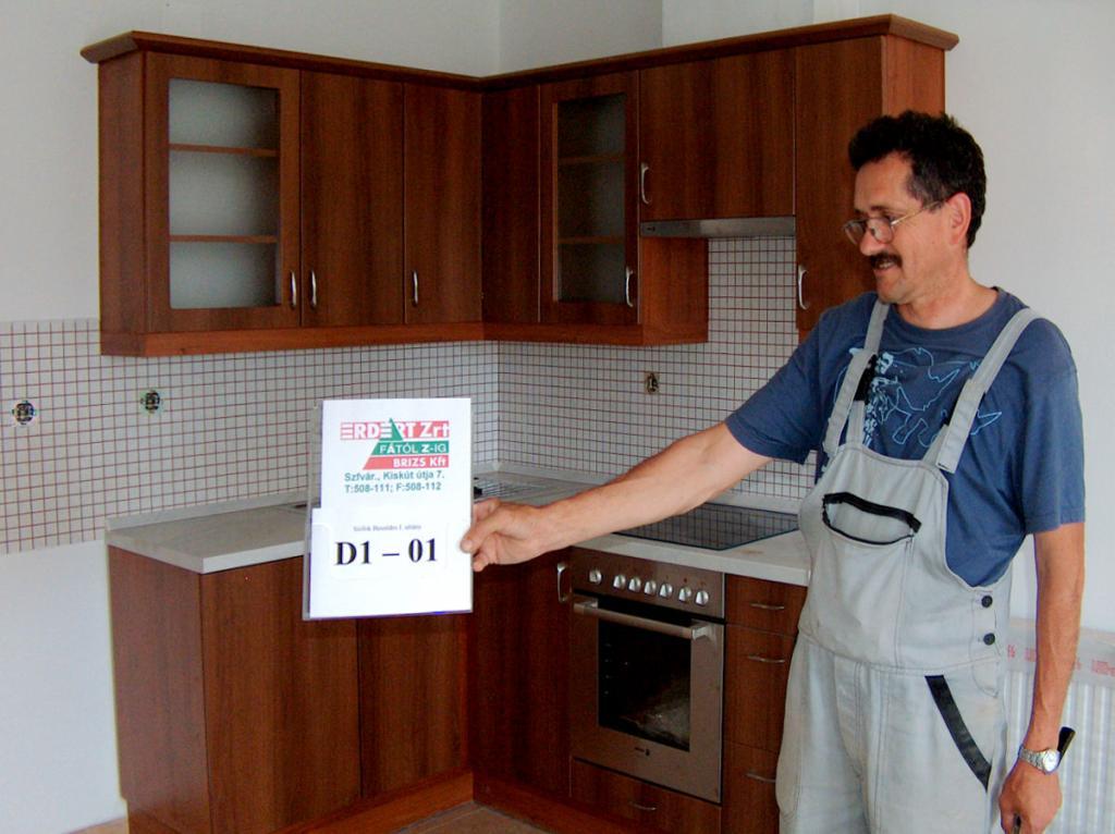 BRIZS Kft Konyha D1-01 - Siófok - sarokban, beépített sütővel